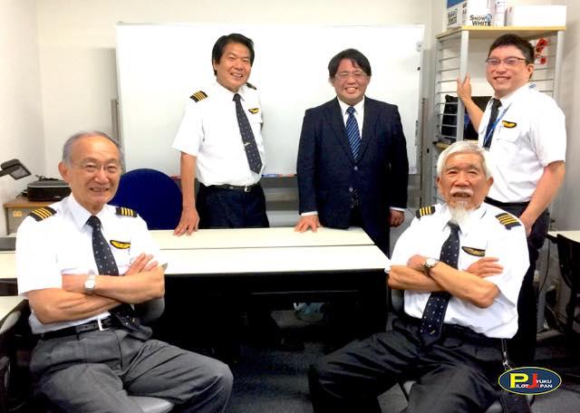 私達プロにお任せください!君も今からパイロット訓練生